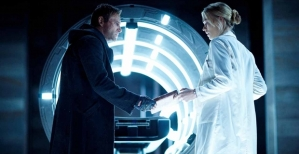 Aaron-Eckhart-and-Yvonne-Strahovsky-in-I-Frankenstein-2014
