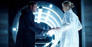 Aaron-Eckhart-and-Yvonne-Strahovsky-in-I-Frankenstein-2014