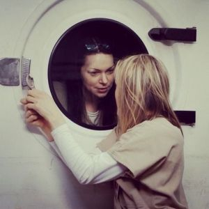 update-on-laura-prepon-s-status-for-orange-is-the-new-black--possible-spoilers1