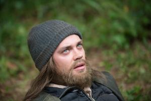 Jesus-Looks-Up-in-The-Walking-Dead-Season-6-Episode-10