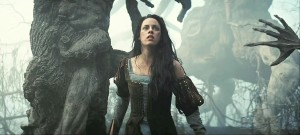 snow-white-huntsman07