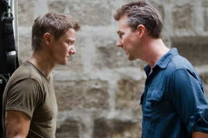 first-look-jeremy-renner-edward-norton-the-bourne-legacy