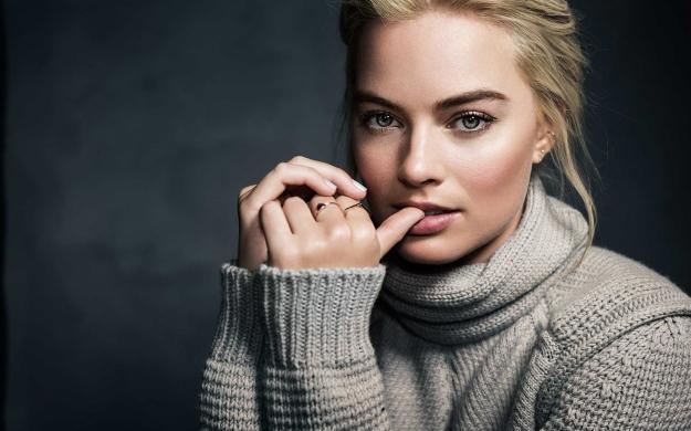 margot_robbie_actress_celebrity_sweater_103421_3840x2400